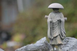 生活保護だとお坊さんは呼べない?葬祭扶助を使った僧侶の呼び方とは?